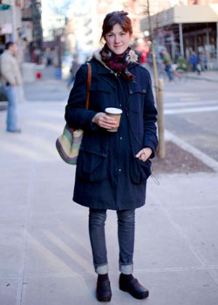 A good winter #traveloutfit with Dansko clogs. Street Style: Kate - clogs & jeans
