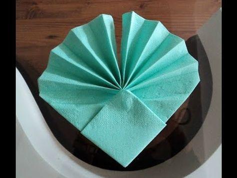 pliage en images des serviettes « coquille st Jacques » | Cuillère Gourmande