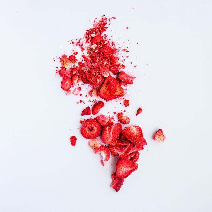 Playing with freeze dried strawberries...This looks pretty much like North and South America, now that I look at it again ;) #tanyarochatart