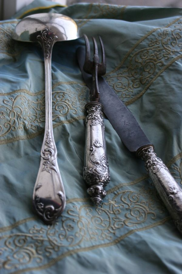Beautiful silverware...silver or stainless...pretty stuff to use everyday.    Le Petit Cabinet antique silver - Trouvais