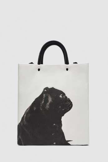 Diapositiva 3 de 32: Shopping bag con ilustración, de Zara (29,95 €).