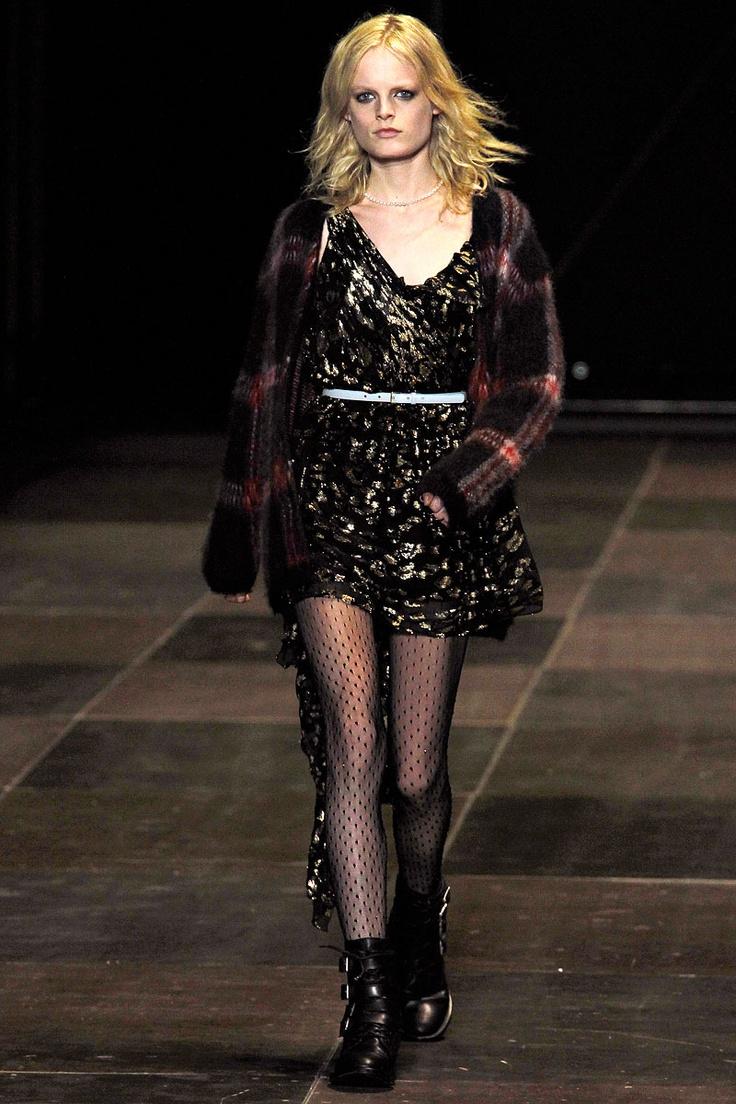 Pasarela: Sobre el Grunge y los 90s... Hedi Slimane mira al pasado para la colección FW13 de Saint Laurent Paris  http://www.vogue.mx/desfiles/otono-invierno-2013-paris-saint-laurent-paris/6859