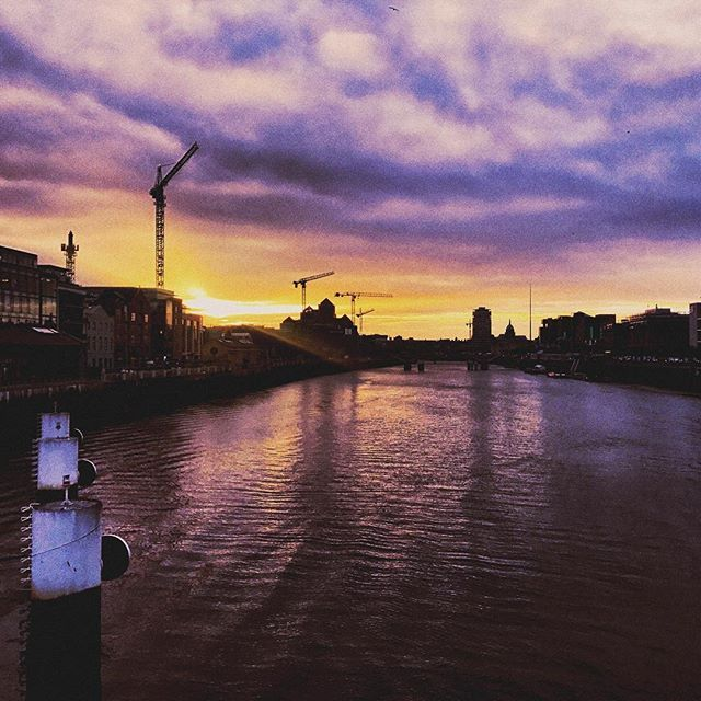 miss this  #dublin #home #throwback #city #sunset #commute #throwback #vsco #instaireland #igersireland #travel #love #loveyourcity #potd #sun #liffey #riverliffey #vista #landscape #home