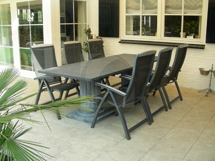 Romeinse stenen tafel met prachtige zuilen