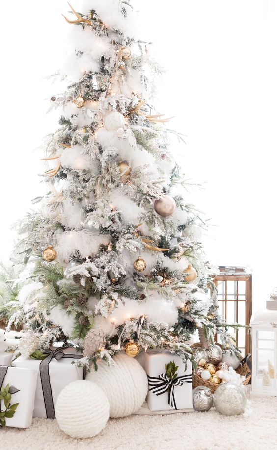 Best 25 flocked christmas trees ideas on pinterest for How to decorate a small white christmas tree
