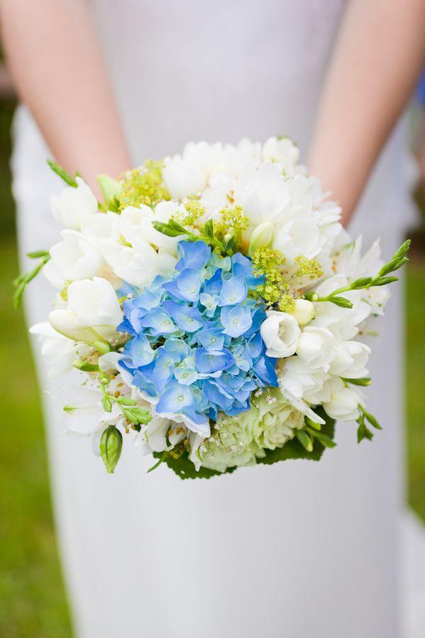 ©Claudine Grin - Un mariage en bleu - La mariee aux pieds nus #wedding #blue #yourtes