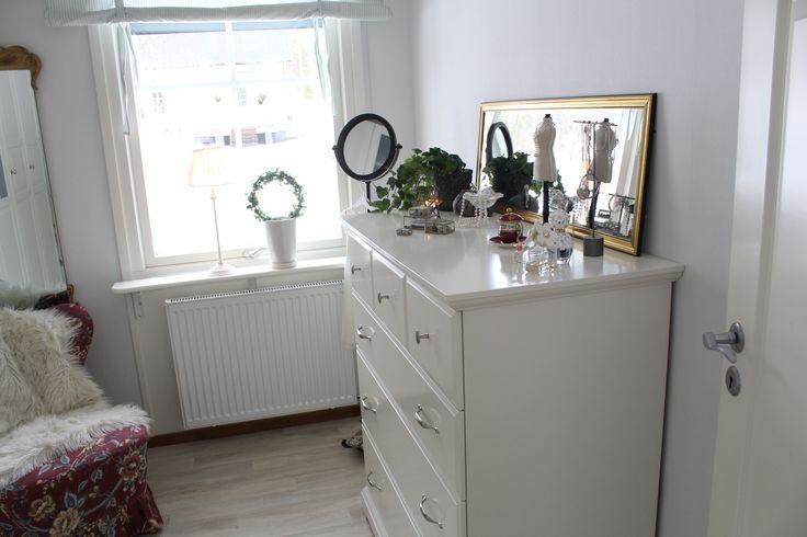 Smart förvaring i modellen Tyrs minsta sovrum Kundens lösningar iälvsbyhuset Pinterest Sovrum