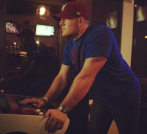 JJ Watt- what bar is this and how quickly can I get there???
