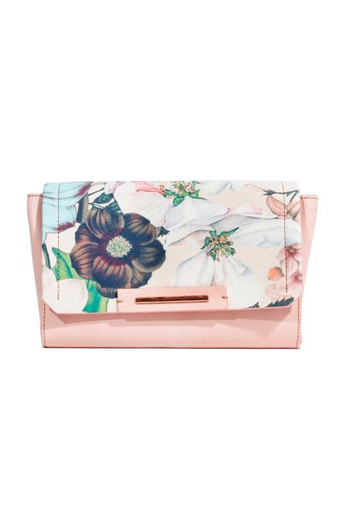 Floral Clutch: You can easily transitionthis floral clutch from day to night.Click through to find more affordable summer fashion to try out in 2017.