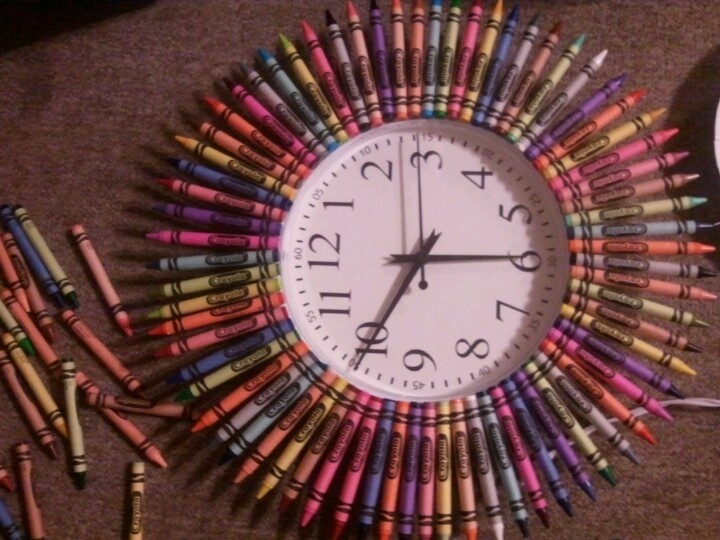 Best 25 teacher crayon wreath ideas on pinterest crayon wreaths crayon wreath or clock project awesome diy teacher christmas present solutioingenieria Choice Image