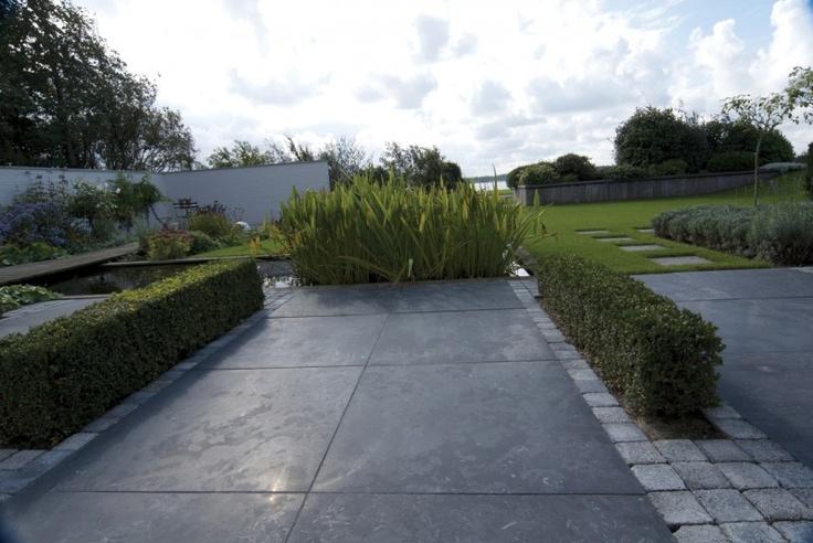 Tuin met wow factor. Hardsteen en cobblestones