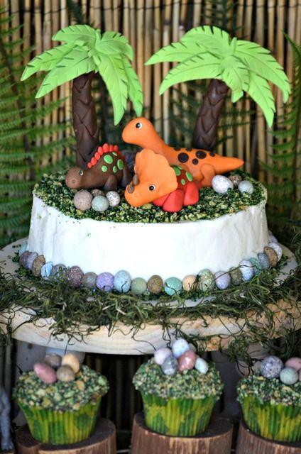 Cute cake at a Dinosaur Party #dinosaur #partycake
