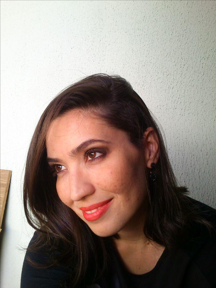 Darlene Garcêz - Brasil - corte sidecut (raspadinho na lateral). Tom de tinta: 6.1 da Loreal (Louro escuro acinzentado) 3