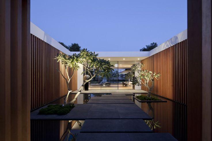 Float House by Pitsou Kedem Architects.
