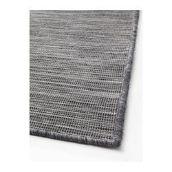 Slitstark, fläcktålig och enkel att sköta eftersom mattan är gjord av syntetiska fibrer. Passar bra i vardagsrummet eller under matbordet, eftersom den slätvävda ytan gör det enkelt att dra ut stolen och att dammsuga. Mattan passar perfekt utomhus eftersom den tål regn, sol, snö och smuts.