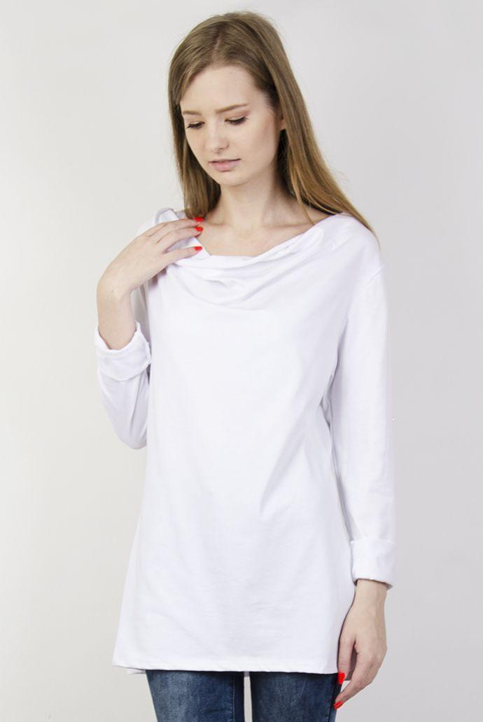 Biała bluzka z dekoltem i podwiniętymi rękawami
