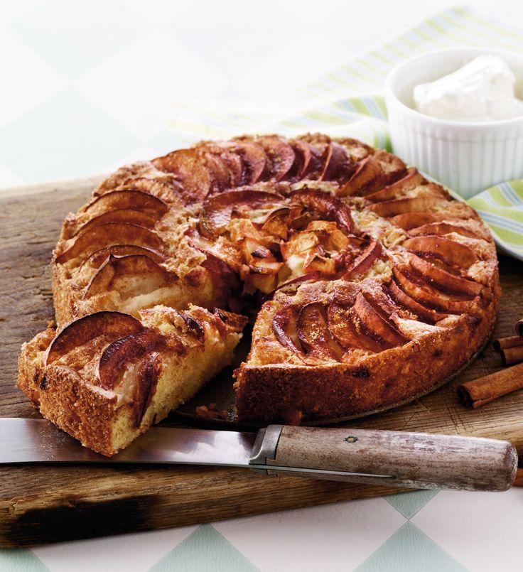 Æblekage er en klassiker, der kan spises hele året rundt. Her får du opskriften på en nem æblekage. Se opskriften her:    http://www.isabellas.dk/kager-desserter/kager/aeblekage-med-kanel