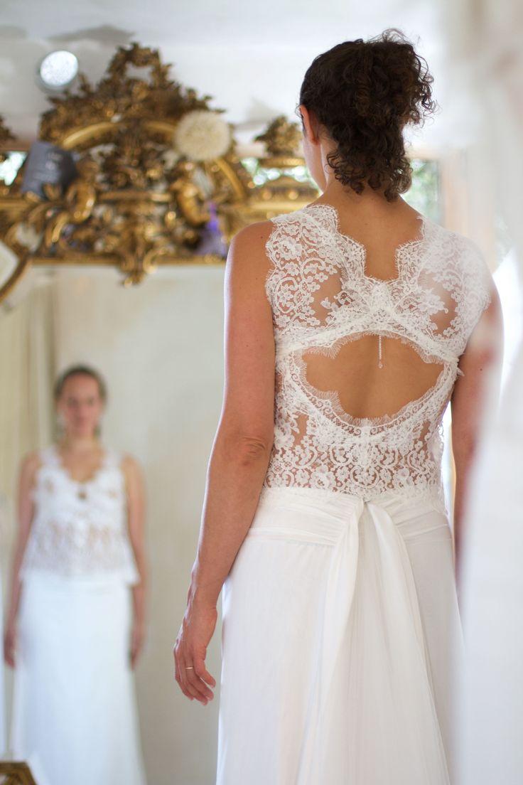 Robe de mariée sur mesure en dentelle de calais et satin de soie ...