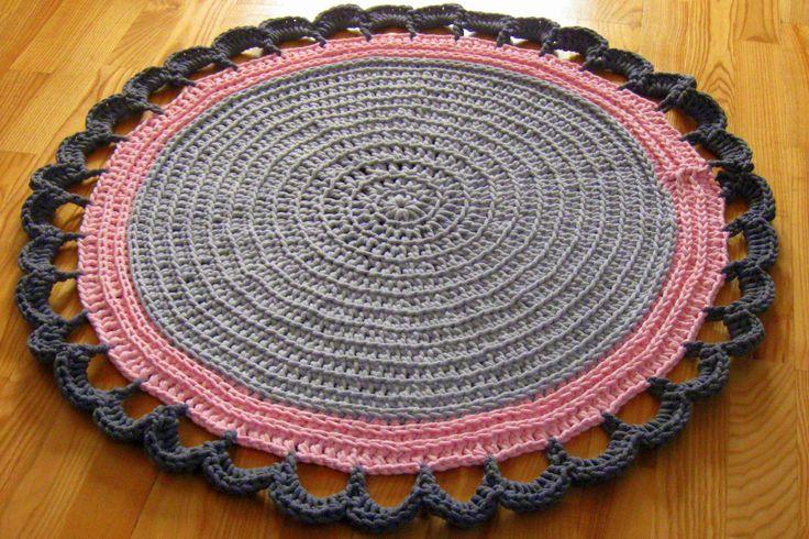 Ręcznie wykonany dywanik ze sznurka