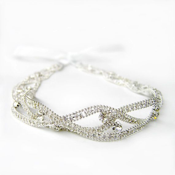 An exquisite vintage style rhinestone headband with sparkling clear rhinestones chain. This glamorous statement headband is perfect for Great Gatsby,