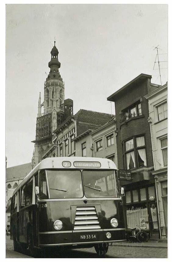 1952 - Breda Vismarktstraat. MET BBA BUS