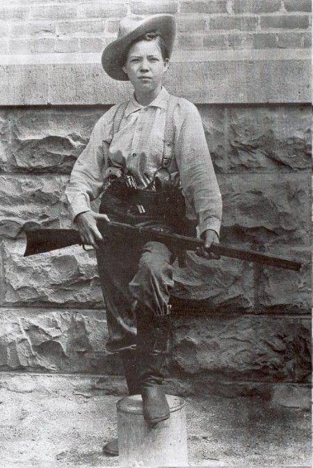 Pearl Hart . Stagecoach robber who was sentenced to five years in an all male prison....after two years she became pregnant and was pardoned.