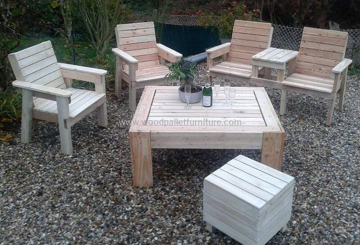 This is another exceptional wood pallets innovation that you can easily craft your ease and comfort in your garden. This wood pallets garden lounge includes four beautifully constructed wooden chairs and a medium-size elegant looking wood pallets middle table. It is complete wood furniture set for your outdoor space #WoodenChair