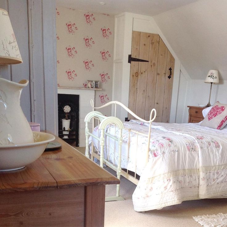 Small Cozy Bedroom For Girls Bewitching Pink Wallpaper In: 1000+ Ideas About Small Shared Bedroom On Pinterest