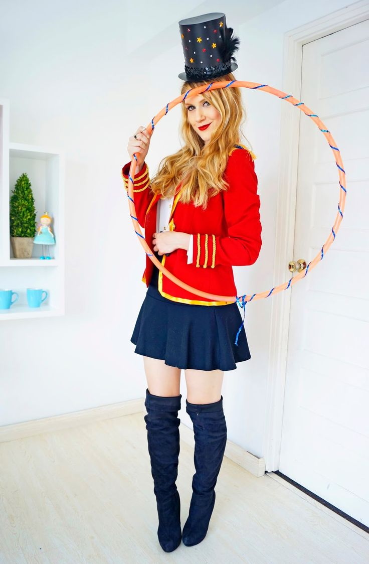 This Lion Tamer Halloween costume is so easy to make and looks great! Click through for tutorial