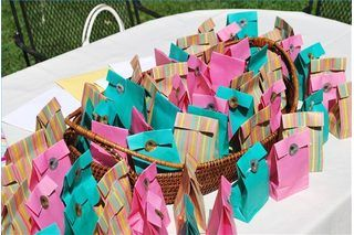 Inexpensive Christian Women Gifts for Small Retreats | eHow