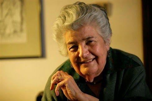 Luísa Dacosta, 1927-2015 «Que longo dia para a minha tristeza! Longe é onde há vozes, chamamentos, passos, acenos de adeus. Aqui o silêncio é um túmulo aberto que me força a olhar a inutilidade da luz.»  (Luísa Dacosta, Na água do tempo, 1991)