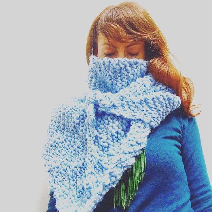 Pompom fiammatone shawl, knitting by Sara Pierazzuoli