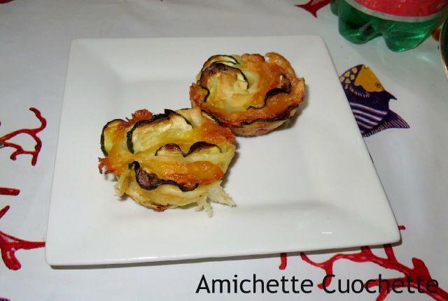 Roselline di pasta sfoglia con zucchine e formaggio