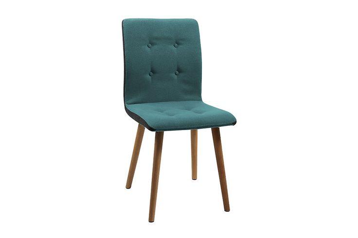Sete og rygg i stoff Darin lys petrol. Sideflater på stol sete og rygg i mørkegrå. Knapper i lys petrol. Heltre oljet eik ben.