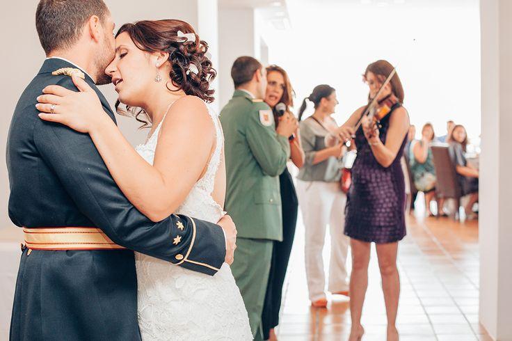 Las bodas militares tienen su encanto y tanto la novia como el novio pasan a ser protagonistas de ese día.  A parte del uniforme del novio el protocolo de la boda también resalta en estos eventos. Se caracterizan por la formalidad. Los invitados militares también asistirán a la ceremonia con el uniforme de gala. http://imagenesdemiboda.com/bodas-militares