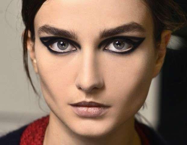 Trucco occhi per Halloween ispirato alle passerelle - Make up grafico per occhi da gatta