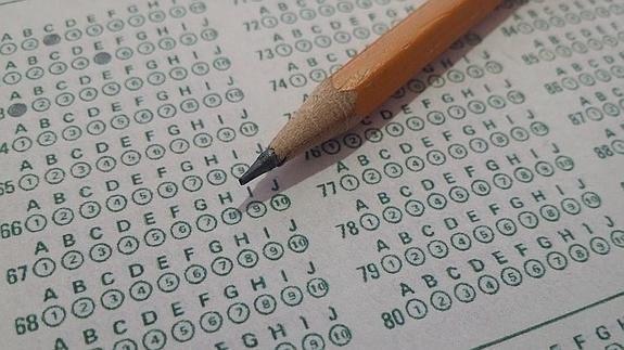 Una investigación realizada en Dinamarca por expertos de distintos paises revela que aquellos estudiantes que realizan sus exámenes en horario de mañanas obtienen notas más altas.