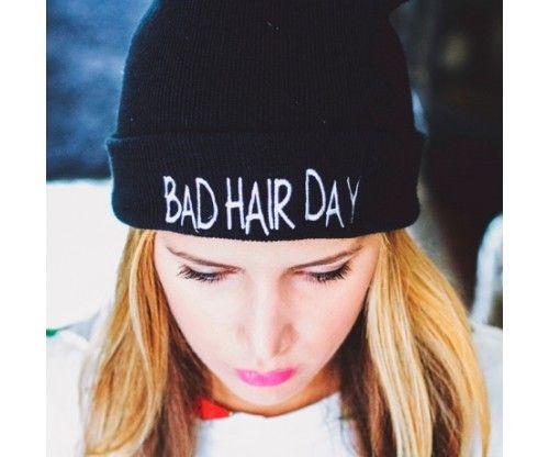 Bad hair day (ma béna a hajam) fekete kötött sapka. Kényelmes, puha, meleg és vicces ajándék főleg tiniknek