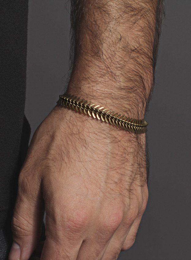 Columna vertebral en forma de pulseras de latón por weareallsmith