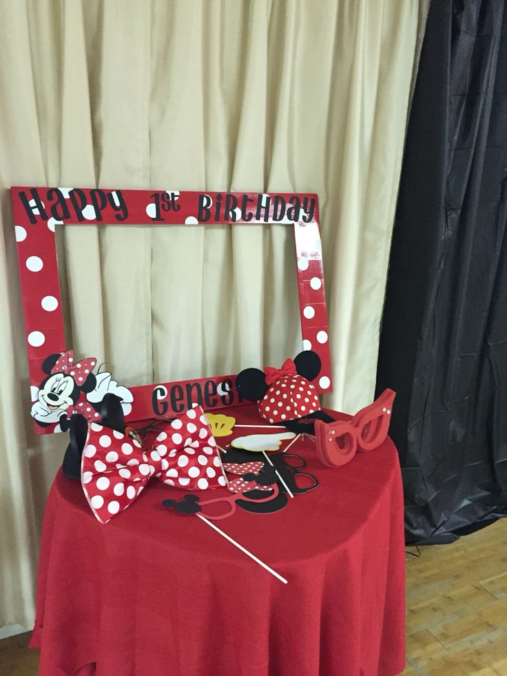 Photo booth Minnie first birthday party red and black.
