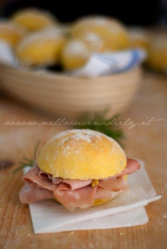 Nella cucina di Ely: Panini allo zafferano e rosmarino