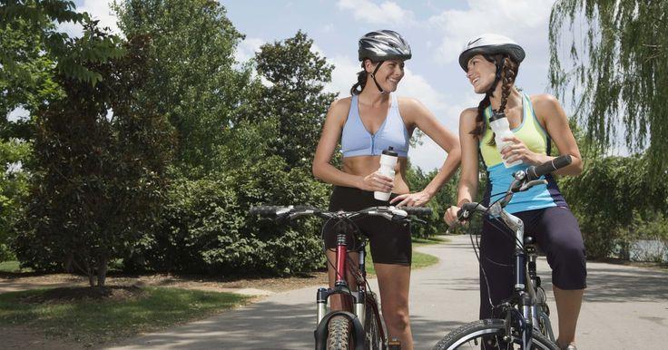 Calorías quemadas en un recorrido de 3 km en bicicleta. Incorporar una dosis de ejercicio moderado, como andar en bicicleta, a tu rutina diaria es bueno para tu salud en general y puede ayudarte a perder peso. La falta de ejercicio diario puede aumentar el riesgo de enfermedades coronarias y otros problemas del corazón, según el sitio FitDay. Andar en bicicleta puede ser efectivo para perder peso si ...