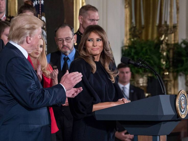 Seit einem Jahr ist Melania Trump die First Lady der USA. Wirkte sie anfangs desinteressiert bis genervt, scheint sie ihre Rolle inzwischen nicht nur gefunden zu haben – sie interpretiert sie auf ihre Art. US-Präsident Donald Trump (71) ist und bleibt sich treu. Er tut verlässlich das, was...