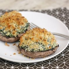 Portabello mushrooms w/creamy spinach-artichoke 3 Tbs. olive oil 3 cloves garlic, minced 4 medium portabello mushrooms, stemmed, gills removed Kosher salt Freshly ground black pepper 4 oz. cream cheese, softened 3 Tbs. mayonnaise 1-1/2 tsp. fresh thyme 10 oz. frozen chopped spinach, thawed and squeezed dry 9 oz. artichokes, squeezed dry, and chopped 1/2 cup fresh breadcrumbs or panko 1/3 cup finely grated Parmigiano-Reggiano cook at 450°F for 10min.