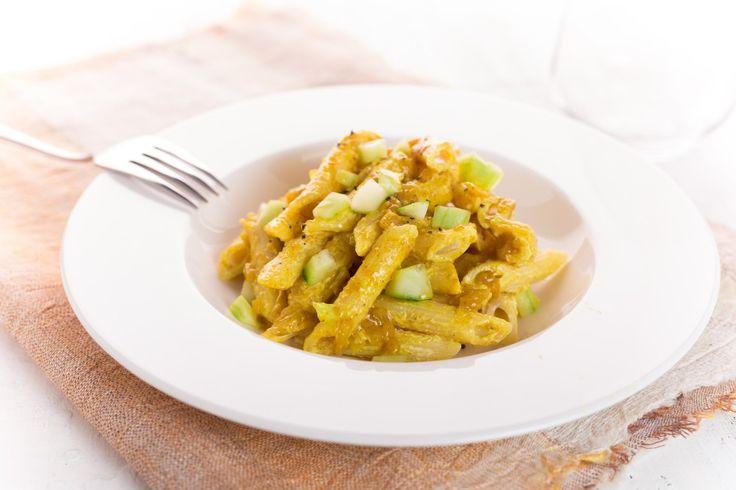 Penne in insalata al curry ricetta
