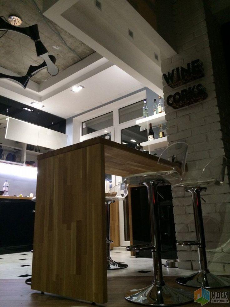 Кухня-гостиная, барная стойка с барными стульями