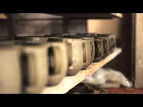 Get introduced to Rossoramina artistic ceramic atelier: simple and delicate like the decors of its terracotta/Il laboratorio di ceramiche artistiche Rossoramina si presenta così: semplice e delicato come i decori delle sue terrecotte