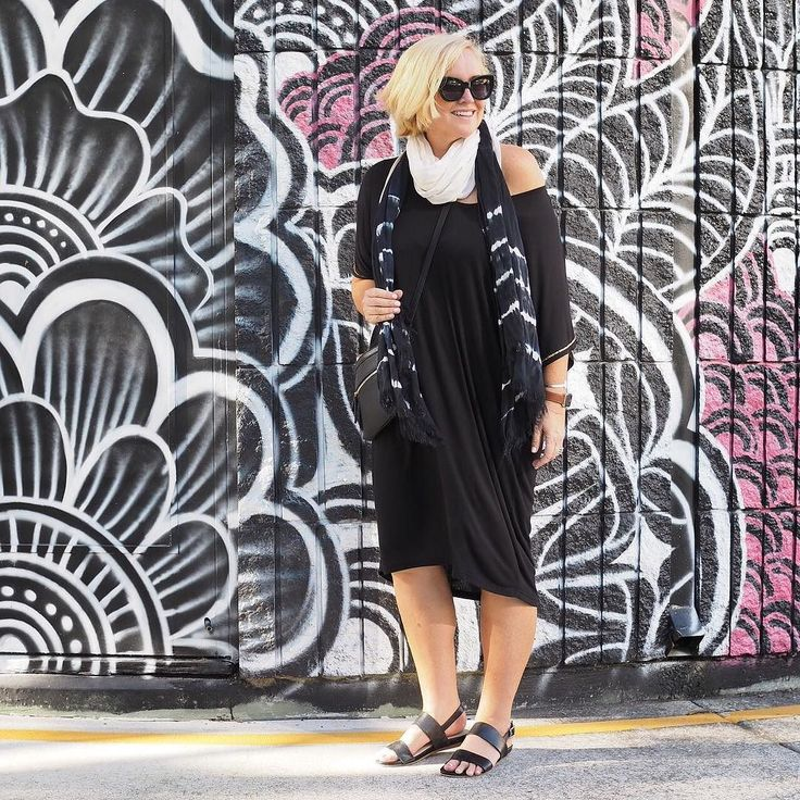 Today's #everydaystyle ... and Day 4 of my #ultimatecapsulewardrobe online style program. Oh it's SO good to be back at our second home @bujerumapartments at Burleigh. Five days of bliss ahead of us. With a side of chocolate and Champagne.  Wearing: @huntkellylabel Tabitha dress and scarf (from the Styling You Shop - link in profile - we'll be re-stocking this dress soon but if you can't wait head straight to Hunt  Kelly); @louenhide cross-body bag; @frankie4footwear LiBBi sandals (if you're…