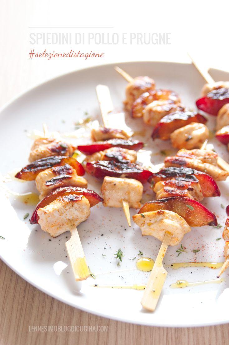Gustosi spiedini di pollo con un ingrediente speciale: succose prugne alla griglia, una leggera dolcezza bilanciata perfettamente dalla paprika forte (chicken & plums on a spit). @lennesimoblog