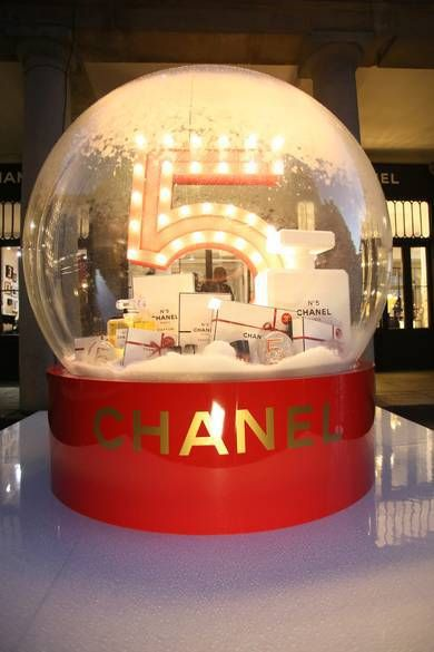 "COVENT GARDEN,London,UK, ""When one Chanel outpost is not enough to cater to the holiday demand of looking your best, the French label opens another one in Covent Garden! Located a few doors down from their beauty boutique, Chanel have opened a pop up, at the piazza, that pays homage to the world of Chanel No.5"", pinned by Ton van der Veer"